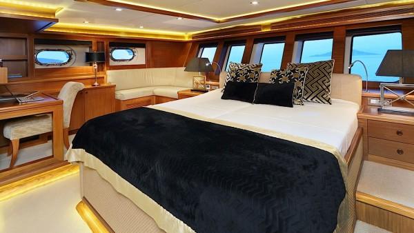 Парусная яхта Daima