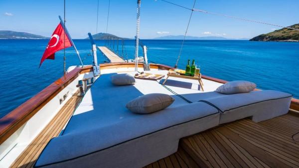 Парусная яхта A.Eser