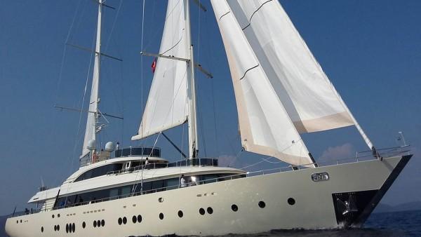 Парусная яхта Aresteas