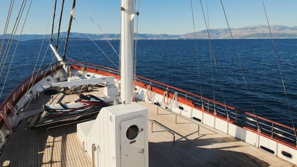 Парусная яхта Corsario