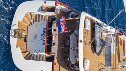 Парусная яхта Navilux