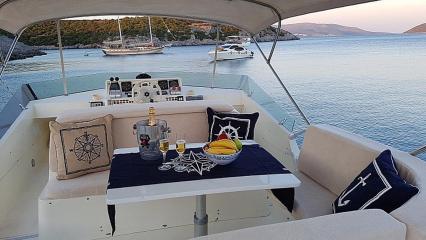 Моторная яхта Aegean Angel