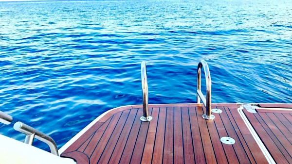 Моторная яхта Alex