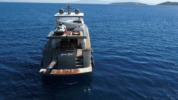 Моторная яхта Bona Dea