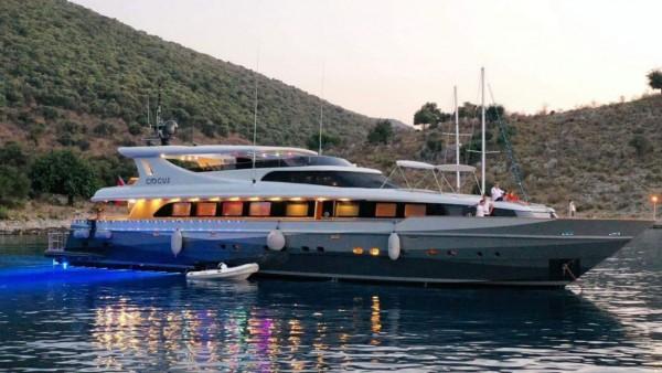 Моторная яхта Crocus