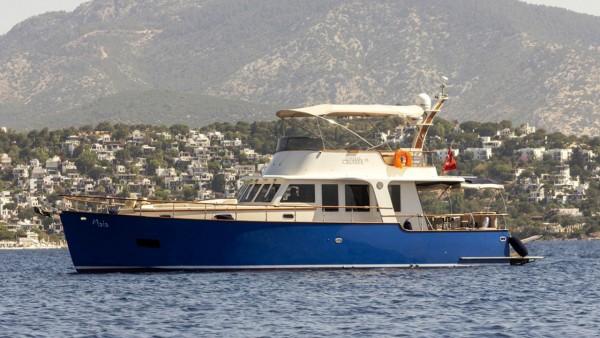 Моторная яхта Maia