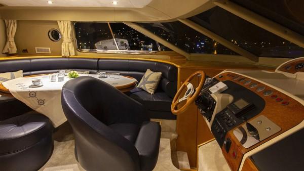 Моторная яхта New Dawn