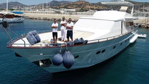Моторная яхта Rose 25