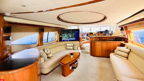 Моторная яхта Vogue