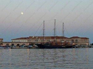 Остров Сирос