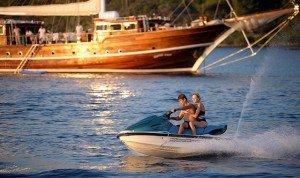 Водные виды спорта на чартерных яхтах